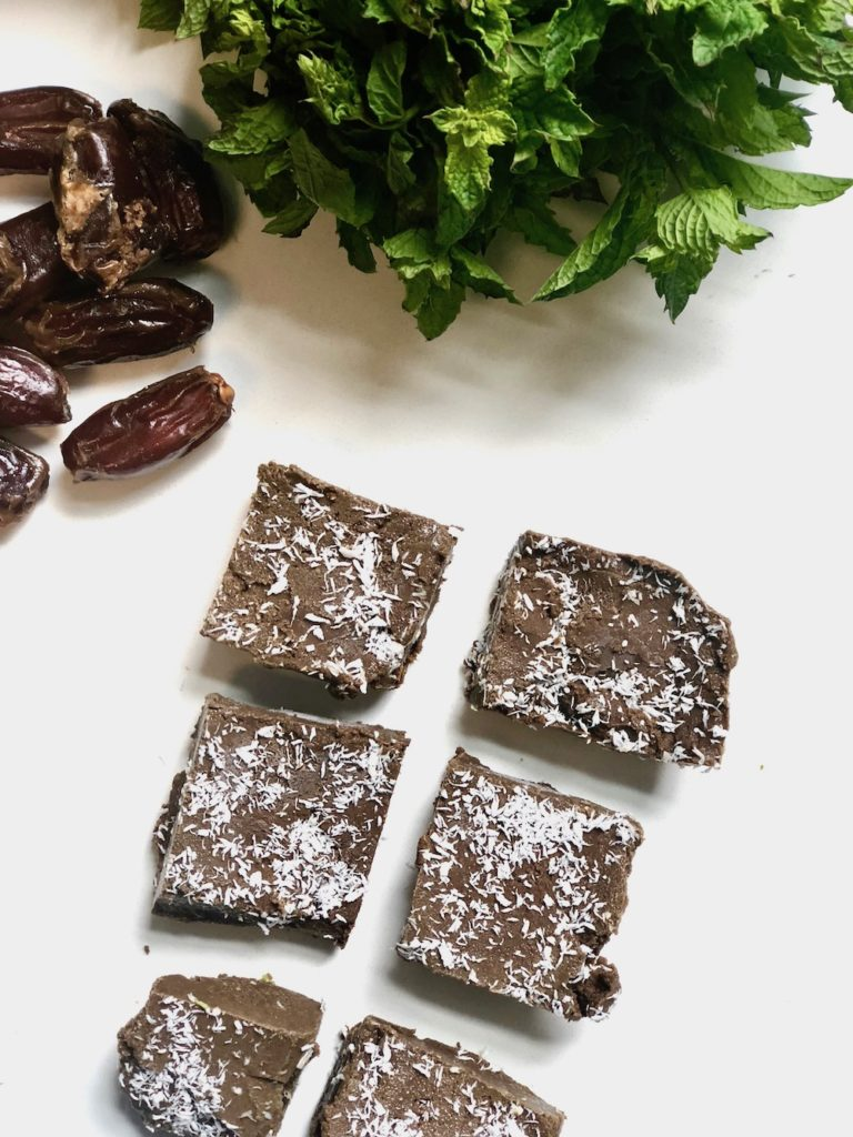 Raw mint chocolate brownie bars